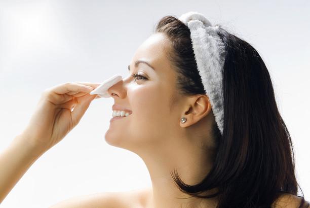 5 ошибок при удалении макияжа, которые вы совершаете день за днем