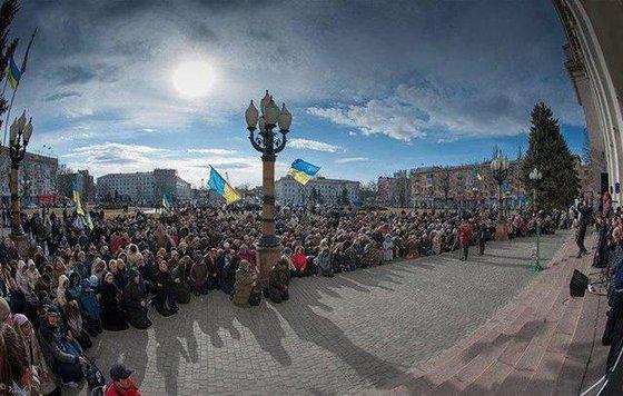 Выяснено: Почему украинцы любят падать на колени