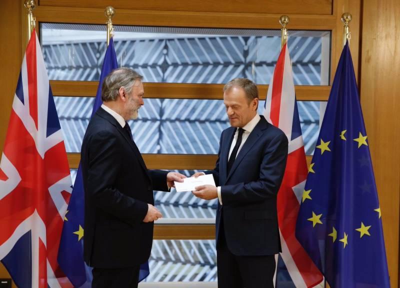Британия уведомила ЕС о выходе