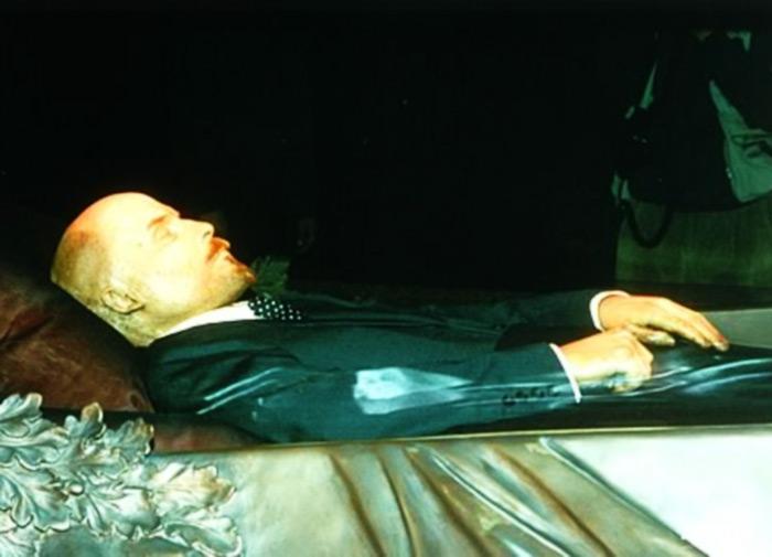 Ленин в Мавзолее. | Фото: ussr-kruto.ru.