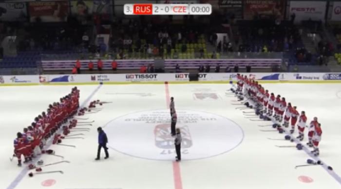 Хоккеистки России заставили смолкнуть трибуны, освиставшие российский гимн