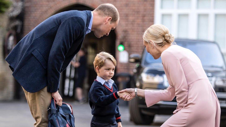 Кто является наследником английского престола касается Алистры