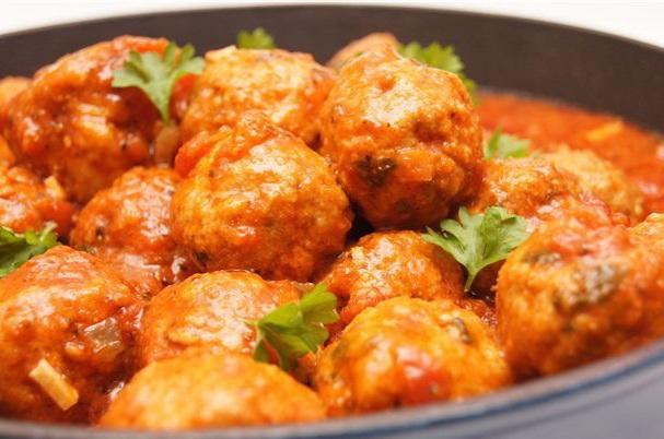 Топ-7 самых вкусных рецептов мясных тефтелей к обеду