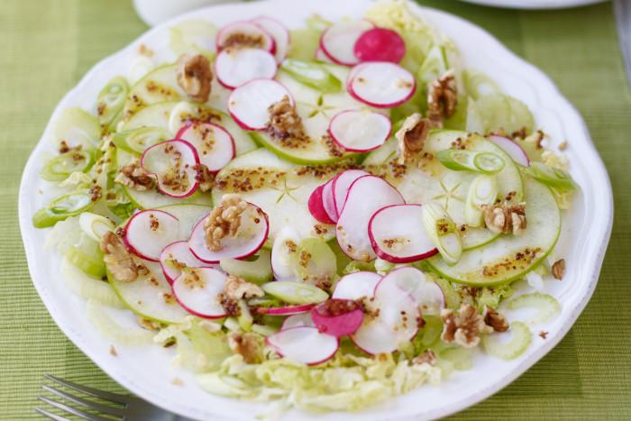 салат с редисом и яблоком