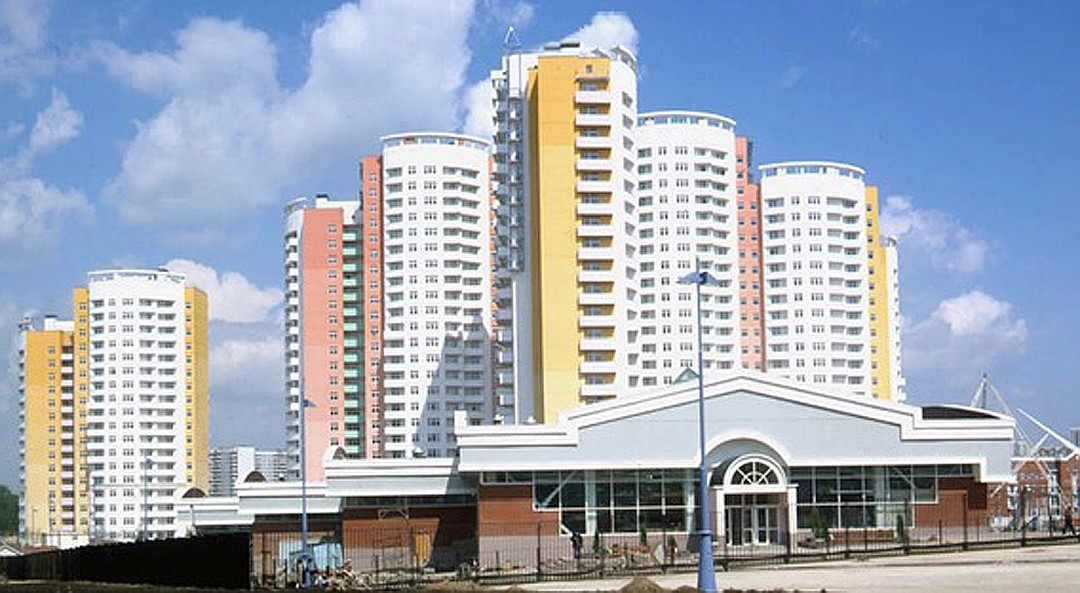 Дом на улице Удальцова расположен неподалеку от МГИМО, в котором учился Мединский.