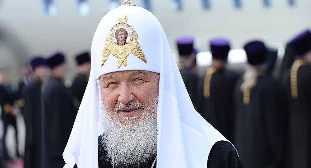 Патриарху Кириллу встолице Англии подарили щенка корги