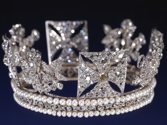 Коллекция «первой леди Европы»: тиары и диадемы королевы Елизаветы II