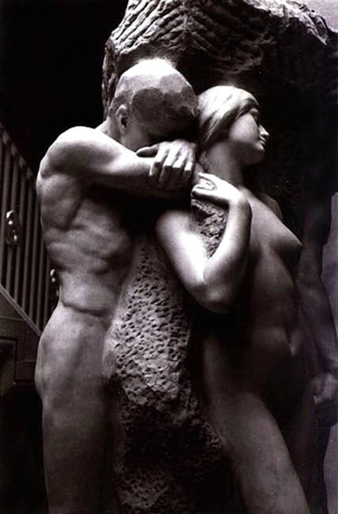 10 самых чувственных скульптур влюбленных