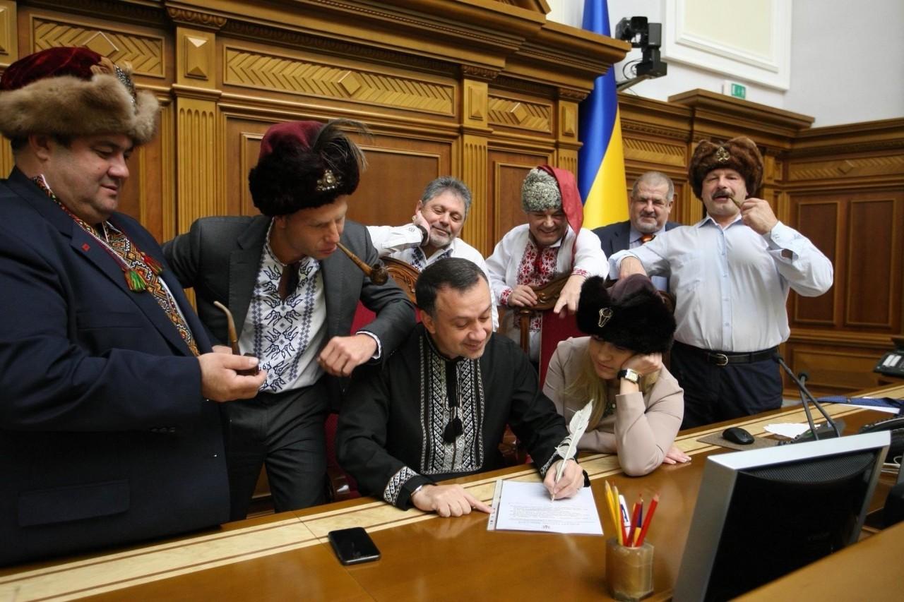 Очередное пробитое дно: украинцы раскритиковали депутатов-казаков за письмо Путину