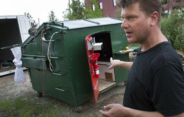 Дом из мусорного контейнера