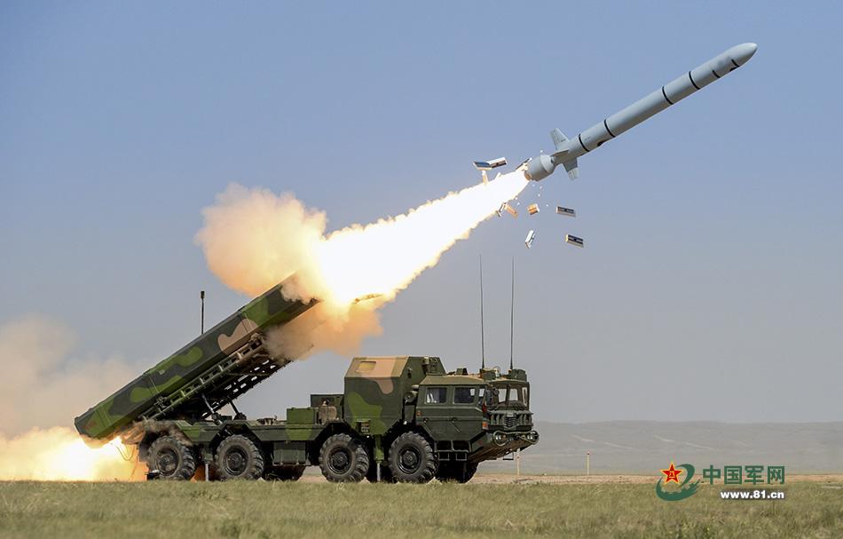Пуск китайской крылатой ракеты наземного базирования DF-10