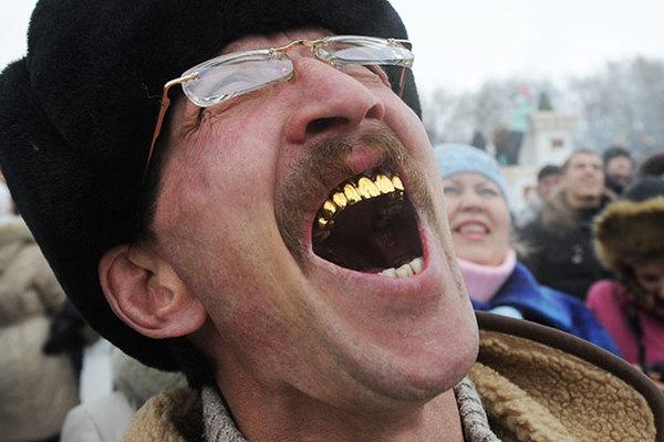 Челюсть отвисла. Откуда у советских людей страсть к золотым зубам