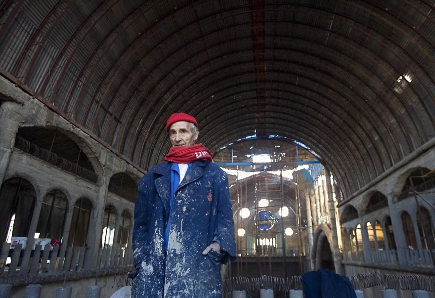 Испанец уже почти 50 лет строит собор своими руками
