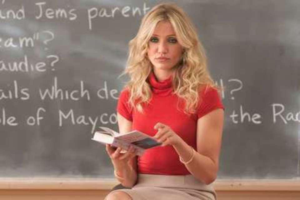 Учительница вступила в интимную связь со школьником прямо на уроке