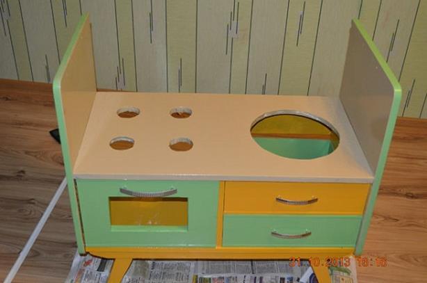 Как сделать детскую кухню для ребенка своими руками