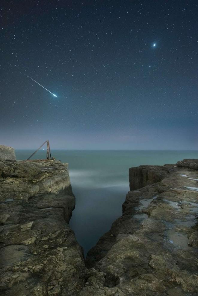 Падающая звезда и планета Венера