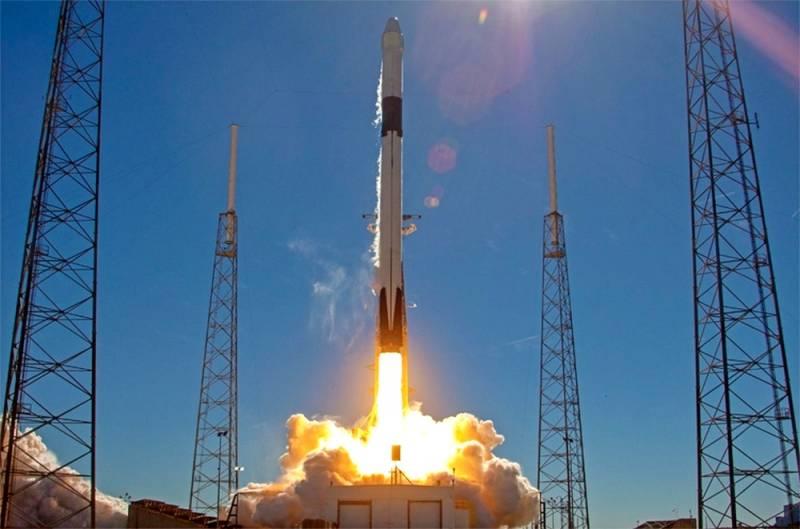 Маск «промахнулся»: Falcon 9 упала в воду