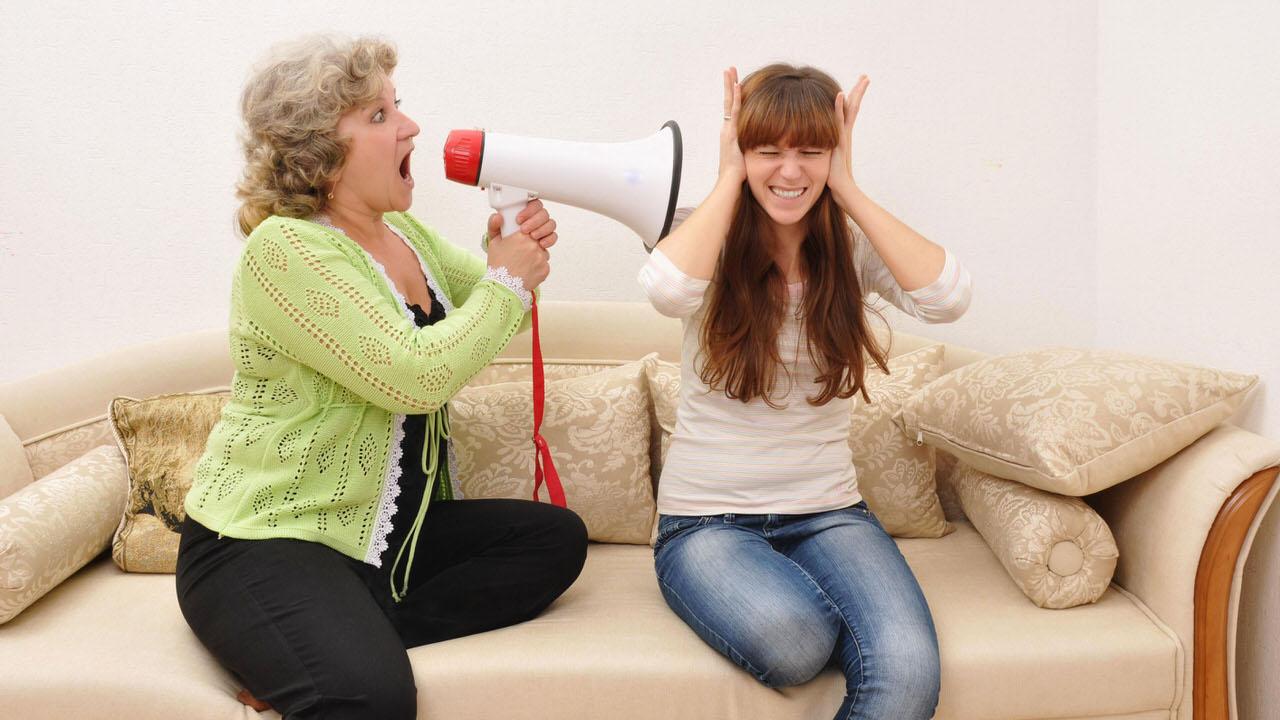 Как отучить свекровь лезть в наши с мужем отношения?