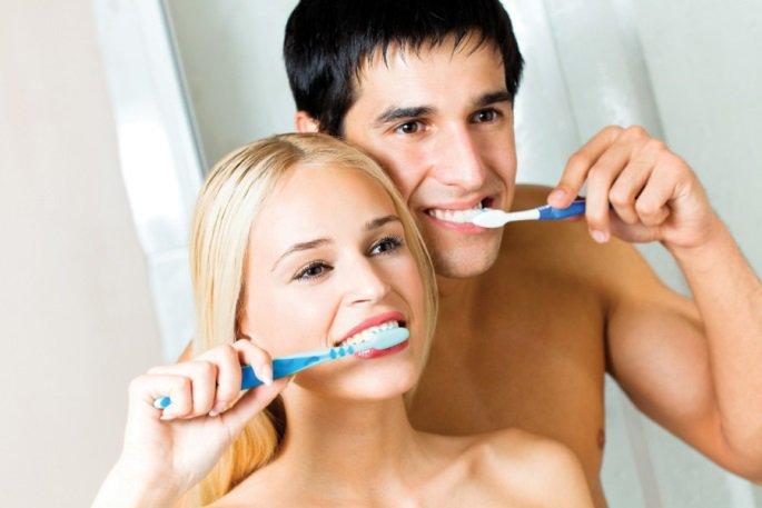 Специалисты рекомендуют реже чистить зубы