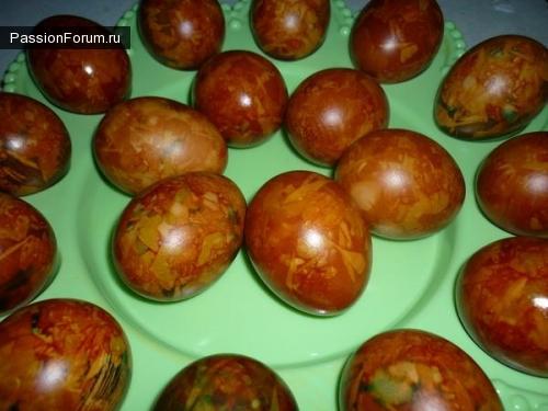 Как красиво покрасить яйца шелухой лука