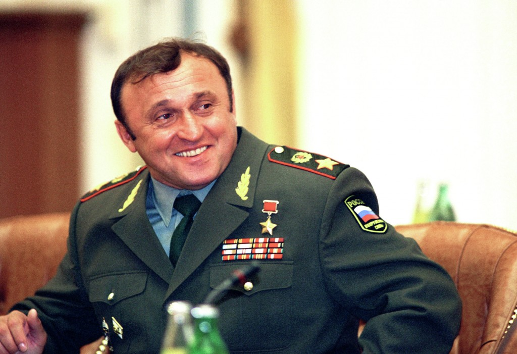 """Есть такая профессия... Прекрасный сюжет старого """"Городка"""" о министре обороны Павле Грачеве (1996)."""