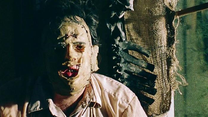 Кадр из фильма *Техасская резня бензопилой* (1973).