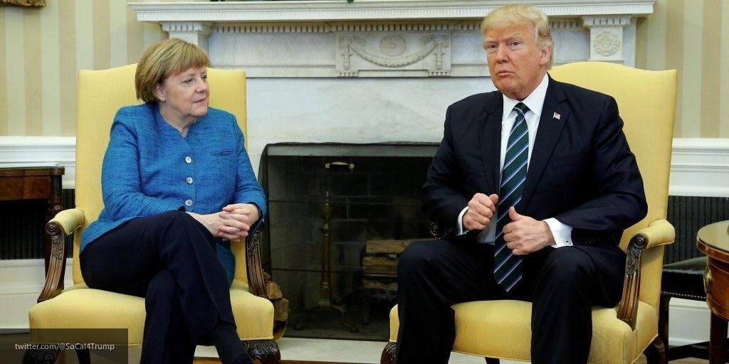 Дональд Трамп проигнорировал просьбы СМИ и Ангелы Меркель пожать канцлеру руку