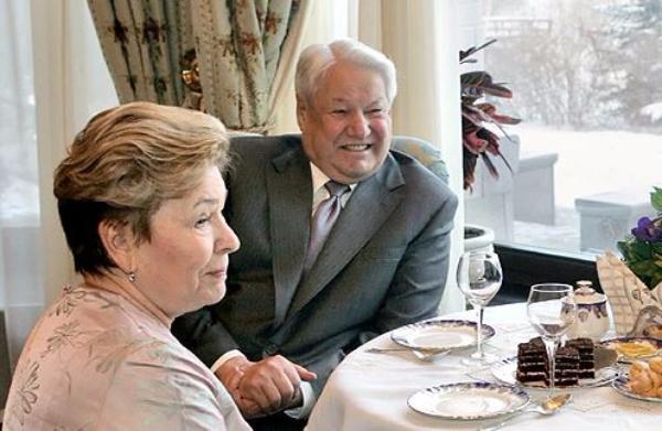 Коржаков: Для Наины Ельциной 90-ые действительно были «святыми»