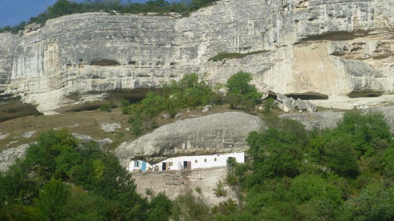 Дом под скалой город Чуфут-Кале, крым, пещерный город, пещерный город Чуфут-Кале