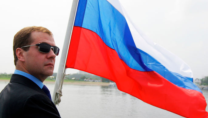 Медведев предупредил о «неле…