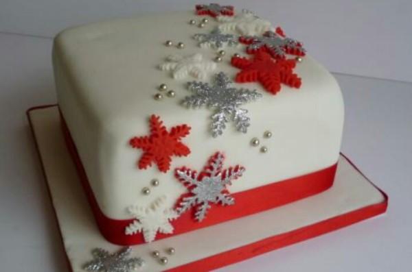 новогодний торт со снежинками