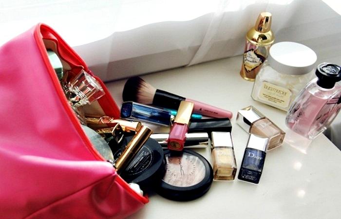 Лайфхак: 15 простых советов, которые помогут привести в порядок содержимое косметички