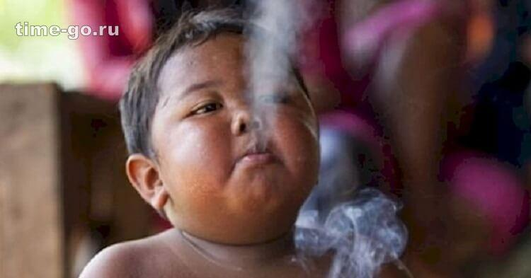 Помните ли вы мальчика, который выкуривал по 40 сигарет в день? Посмотрите как он выглядит 8 лет спустя!