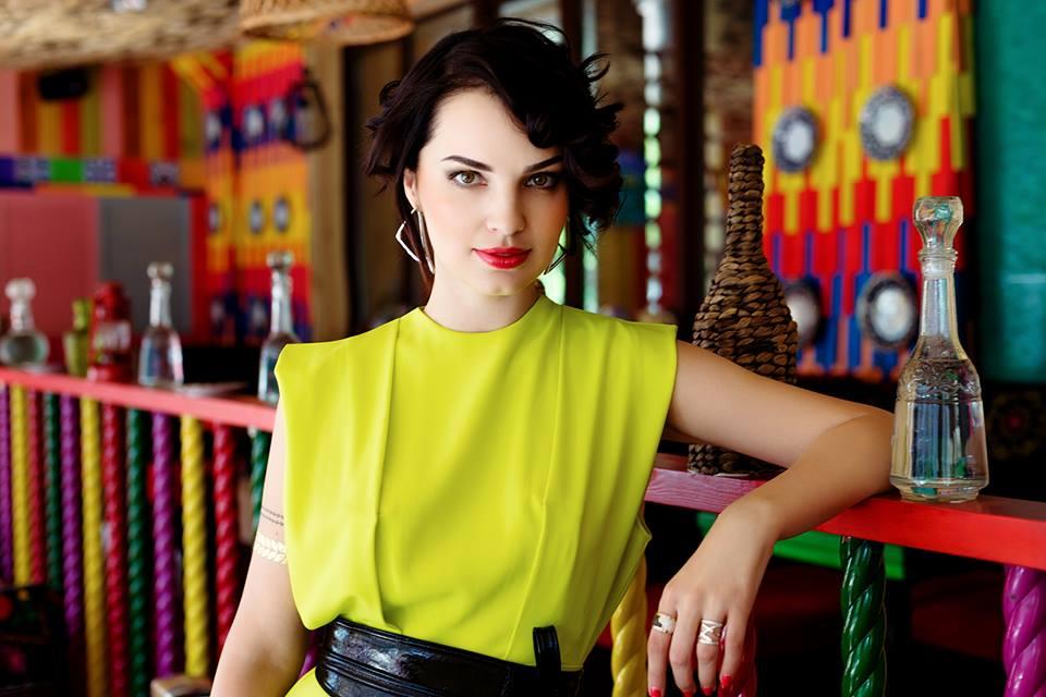 С чем носить платье миди: модные советы от стилиста Марии Пион