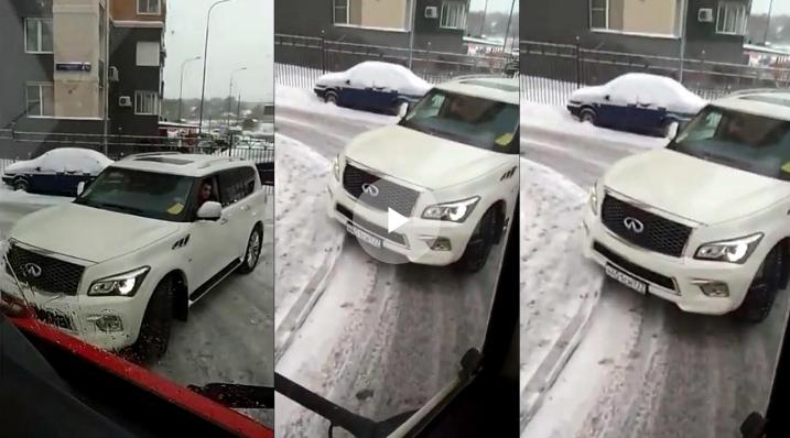 """В Москве водитель Infiniti преградил дорогу пожарным машинам и """"скорой"""""""