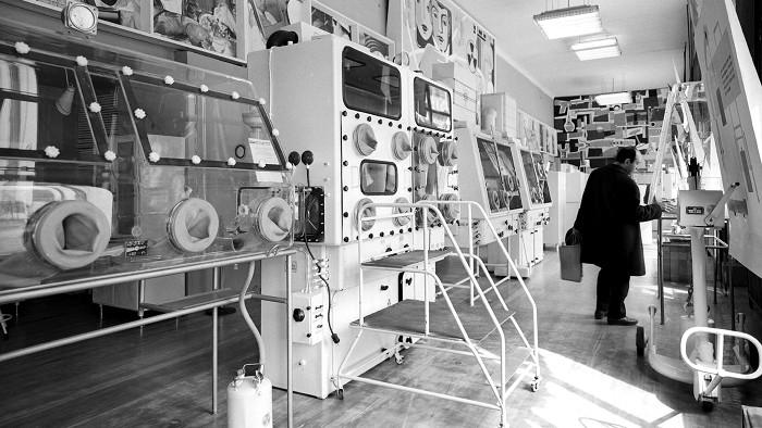 Внутри магазина «Изотопы». /Фото: bigpicture.ru