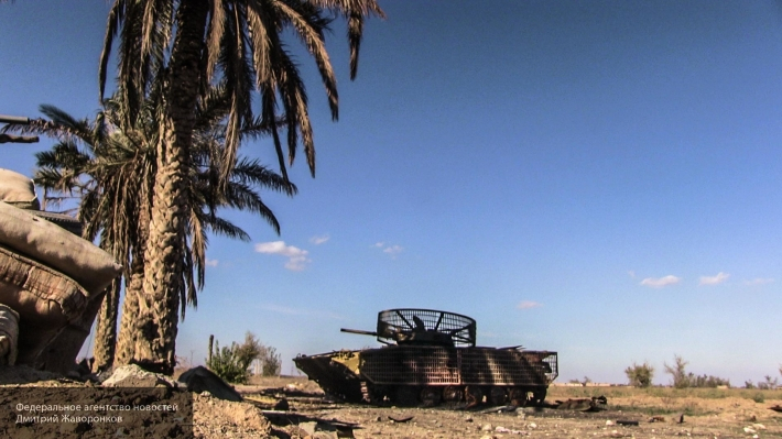 Боевики засняли прямое попадание из ПТРК TOW по сирийскому БМП в Хаме