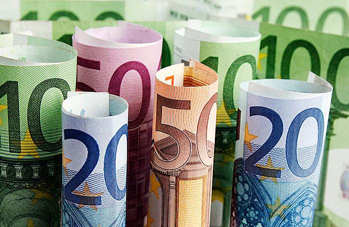 Евро устремился к 75 рублям