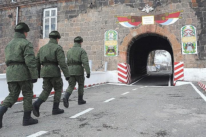 Посольство России в Армении опровергло слухи о причастности военнослужащего российской армии к убийству в городе Гюмри