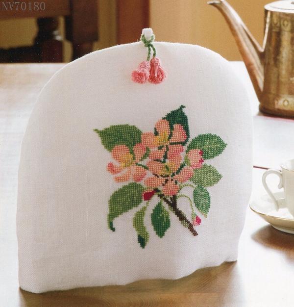 Схемы вышивки крестом для украшения грелки на чайник. Очень мило получается!