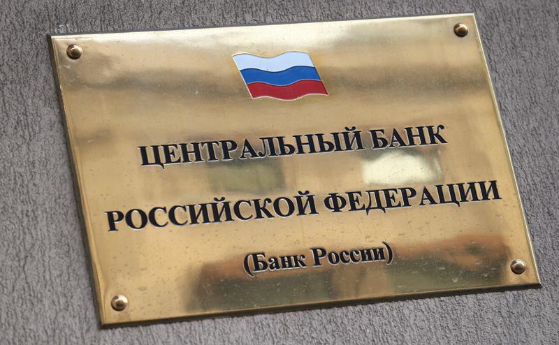 Банкиры заметили, что у обнищавших россиян выросли зарплаты