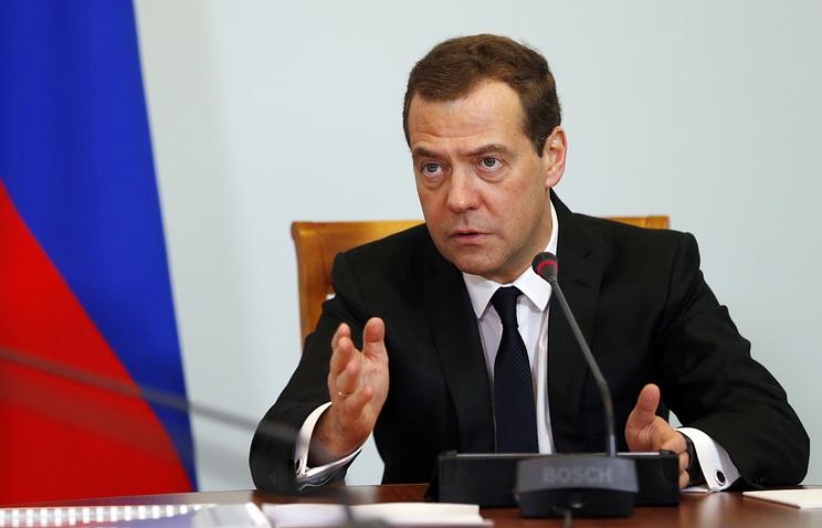 Тимакова: Медведев не придает значения соцопросам, проведенным по политическому заказу