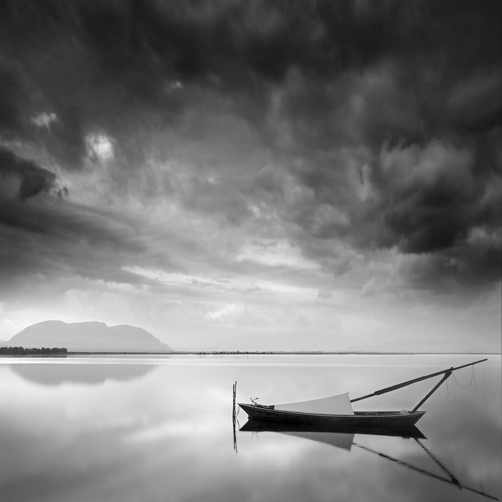 Чёрно-белые пейзажи, уходящие за пределы реальности. Фотограф Джордж Дигалакис 22