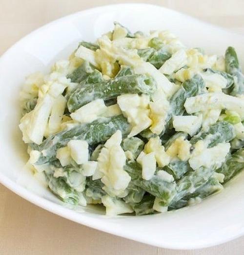 Очень простой в приготовлении и полезный салатик: 5 минут и готово!