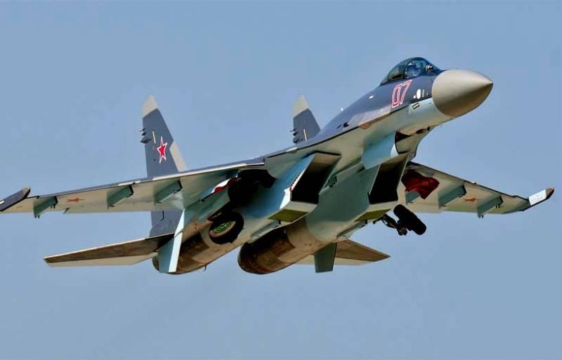 Новейшие истребители Су-30СМ и Су-35С провели воздушный «бой» в Приморье