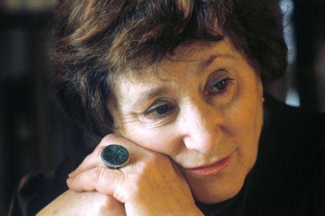 Умерла писательница Ржевская, участвовавшая в поисках тела Гитлера