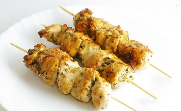 Греческий ароматный шашлычок — сувлаки. Фишка всего блюда кроется в маринаде!