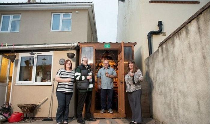 Соседи построили собственный паб в узком пространстве между домами