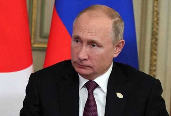 Кремль исключил возможность ближайшего разговора Путина с Порошенко