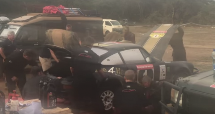 Так выглядит замена двигателя и коробки за 12 минут (видео)